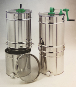 Extractor, 2 frames, with a coarse strainer and stainless container, 50 kg with side crank