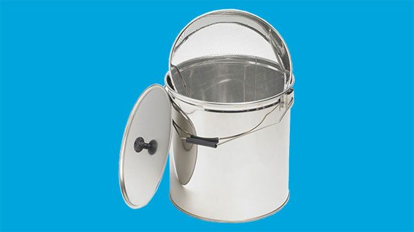 Stainless bucket with coarse strainer, 30 kilos
